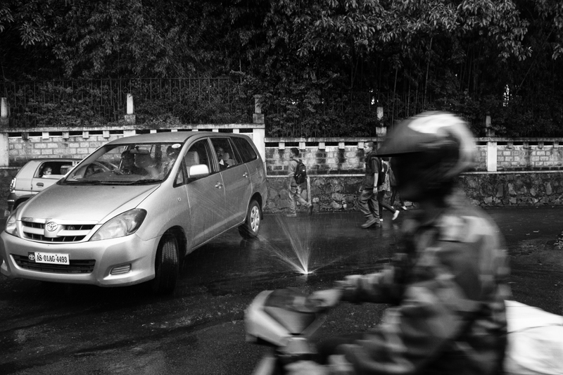 A traffic scene in India photographed by Dipayan Bhattacharjee