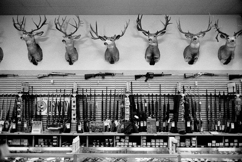 Picture of a gun shop in the US taken by English photographer Jacob Perlmutter