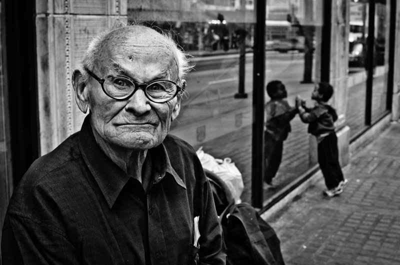 A grumpy looking man photographed by street photographer Alveraz Ricardez