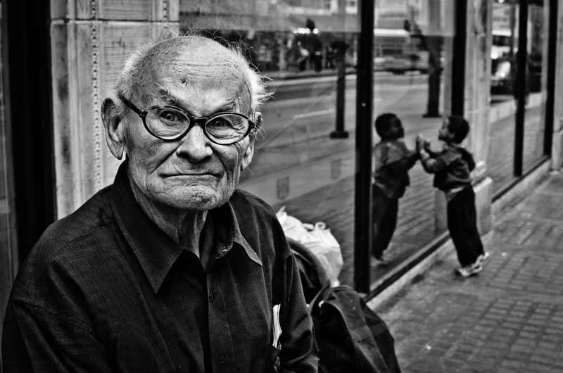 A grumpy looking man photographed by street photographer Alveraz Ricardez