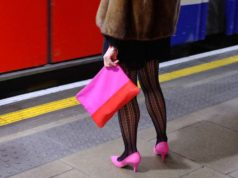 A woman standing with her pink purse on the platform of the underground captured by Darran Roper street photography