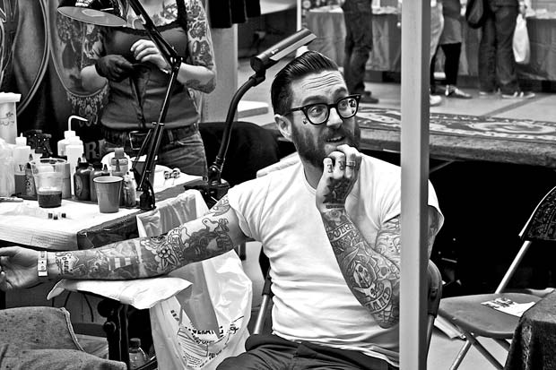 This images from Edo Zollo photography shows a tattooed man