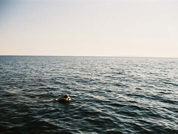 A man swimming in the sea captured by Maarten van Riel for his project Wendepunkt