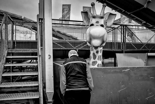 Funny scene at a fun fair photographed by Austrian street photographer Enrico Markus Essl street photography