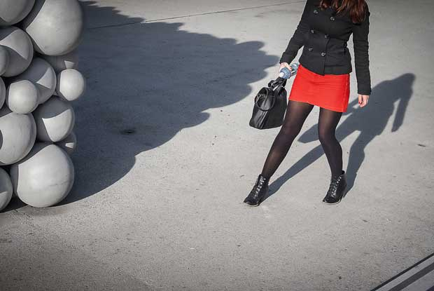 Enrico Markus Essl street photography took this picture of a woman waering a red skirt