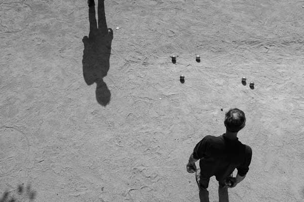 Image taken by street photographer Valérie Jardin author of the book Street Photography – Creative Vision Behind The Lens